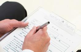 問診票に症状などを記入します